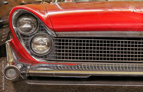 In de dag Vintage cars Color detail on the headlight of a vintage car