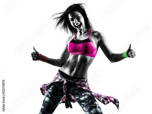 jeden-kaukaski-kobieta-fitness-cwiczenia-zumba-tancerz-taniec-na-bialym-tle-w-sylwetka-na-bialym-tle