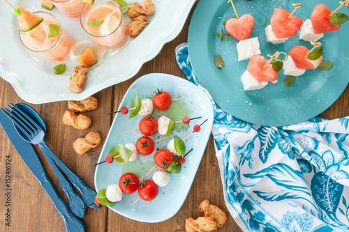 Recess Fitting Appetizer Bunte Spiesse mit Mozzarella
