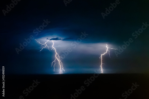 Dual bright lightning that goes into depth of black sea, with branching branches Canvas-taulu
