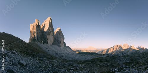 Die Drei Zinnen bei Sonnenaufgang in den Dolomiten, Italien