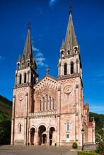 Fachada De La Basílica De Covadonga
