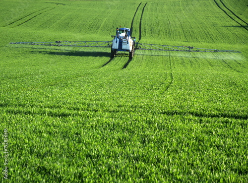 pesticide,traitement,agriculture,agriculteur,pollution #152826518
