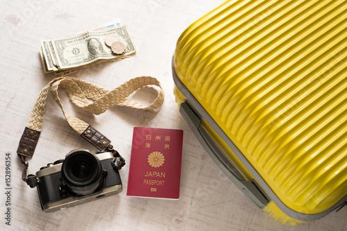 スーツケース カメラ 旅行イメージ Fototapeta