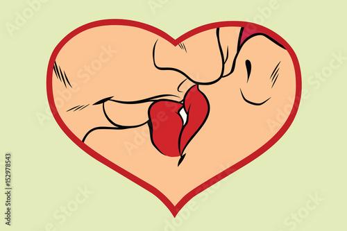 mezczyzna-i-kobieta-caluje-serce-milosci