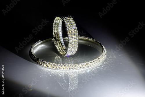 Valokuvatapetti Glass bracelet and necklace on white glass