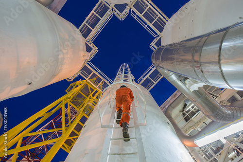 Fotomural Engineering climb up to oil and gas process plant to observer gas dehydration pr
