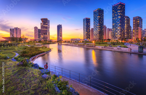 Photo sur Aluminium Seoul Seoul city with Beautiful after sunset, Central park in Songdo International Business District, Incheon South Korea.