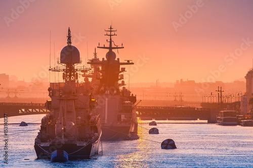Plakat Konwój okrętów wojennych.
