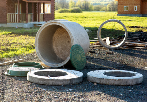 Valokuva  construction of the sewage system in the cottage of concrete rings for septic ta