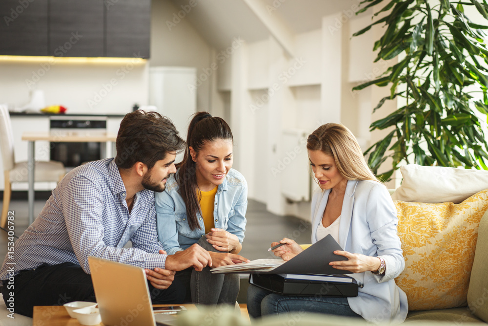 Fototapety, obrazy: Female Real Estate agent offer home ownership and life insurance to young couple.