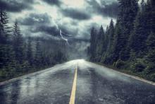 Unwetter Mit Regen Und Blitz A...