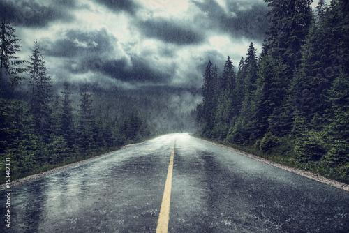 Aluminium Prints Dark grey Unwetter mit Regen auf Strasse am Wald