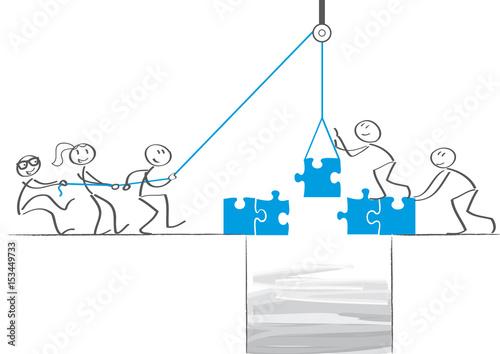 Photo Strichmännchen bauen Brücke - team zieht an einem Strang