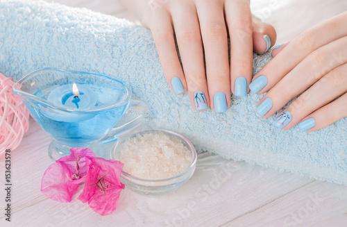 Photo Beautiful blue manicure