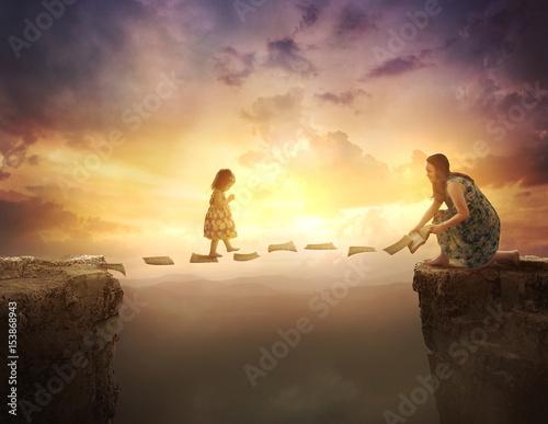 Plakat Dziecko chodzi po stronach nad urwiskiem