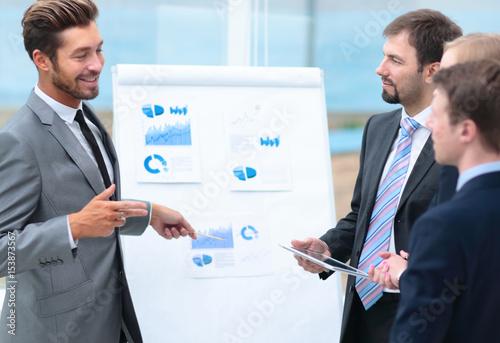 Fotografía  Mature man making a business presentation to a group
