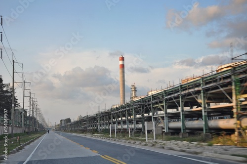 Fototapeta Pipe rack structure in industrial factory. Thailand