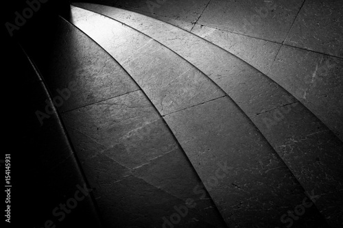 Keuken foto achterwand Oost Europa Granite stairs in black and white. Curved with light shining on them.