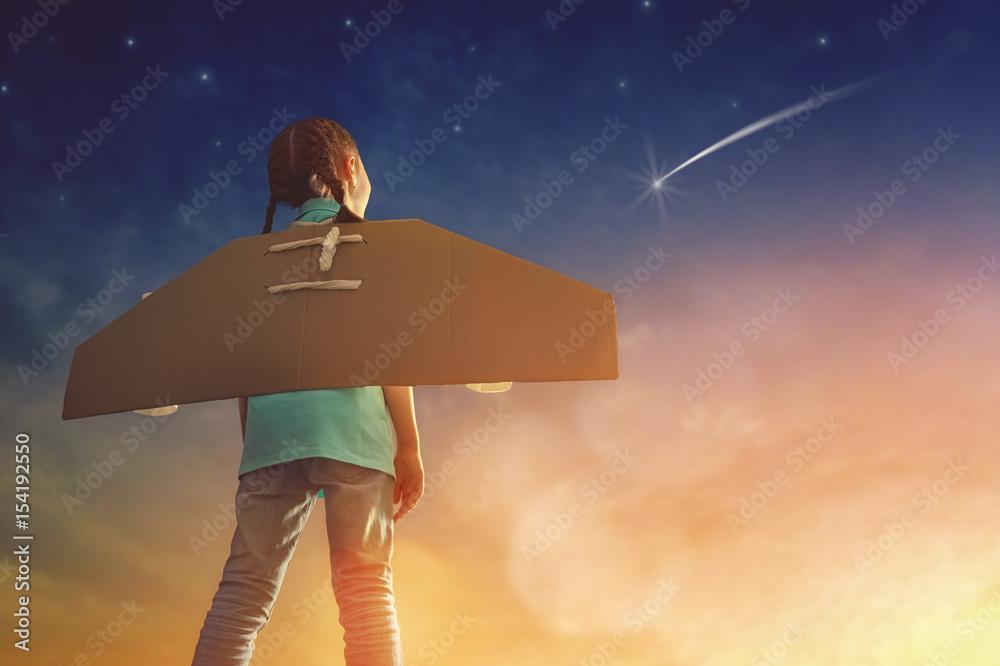 Fototapety, obrazy: girl plays astronaut