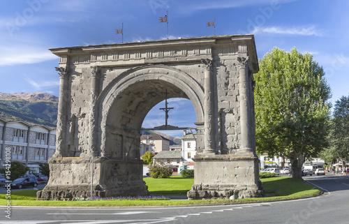 Fotografía Triumphal arch of Augustus in Aosta, Italy