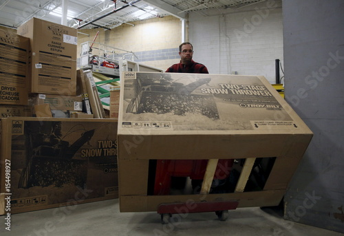 Lowe S Employee Sanderson Takes Unassembled Snow Blower To