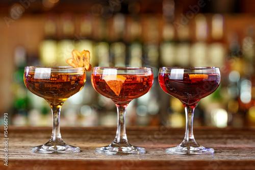 Foto op Plexiglas Bar lot of cocktails on the bar