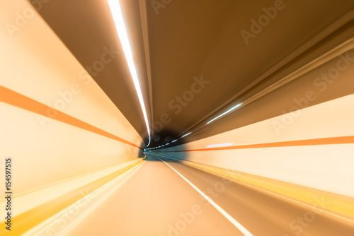 In de dag Tunnel tunnel motion blur