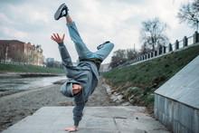 Breakdance Performer, Upside D...