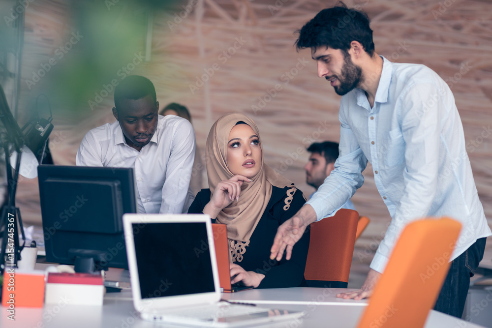 Fototapety, obrazy: cheerful multicultural business partners teamwork