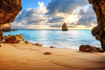 Fototapetabeautiful Atlantic ocean view horizon with sandy beach, rocks and waves. Algarve, Portugal