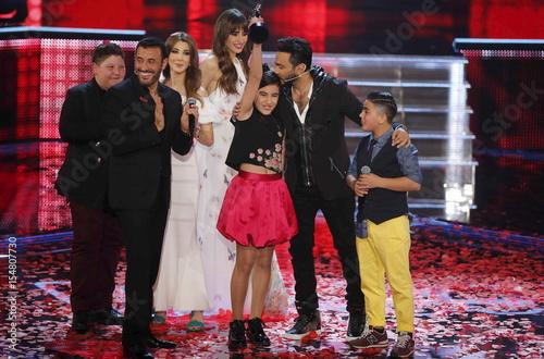leen al hayek holds up her trophy as egyptian celebrity tamer hosny