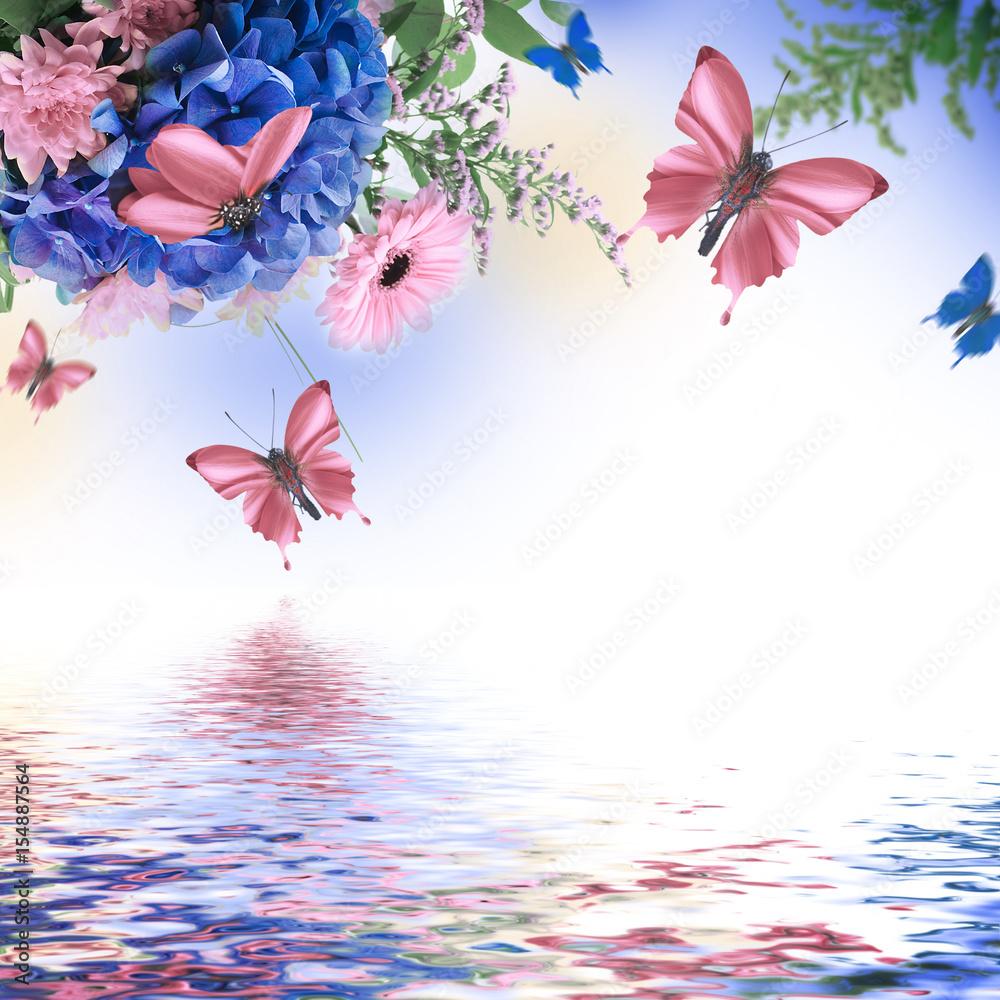Niesamowite tło z hortensjami i stokrotkami. Żółte i niebieskie kwiaty na białym puste. Charakter karty kwiatowy. motyle bokeh. <span>plik: #154887564 | autor: seqoya</span>