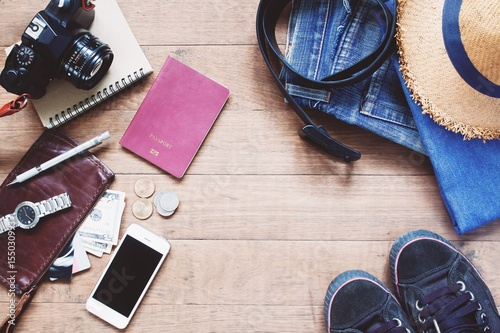 Fotografía  Flat lay of Treveler's items, Essential vacation accessories of young smart trav