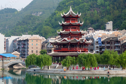 Staande foto China Beautiful pagoda in Zhenyuan Ancient Town on Wuyang river in Guizhou, China