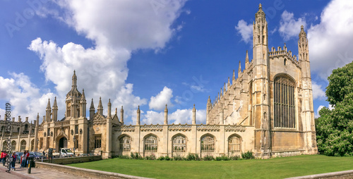 Foto Panorama of the famous King's college university of Cambridge and chapel in Camb