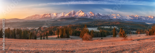 Papiers peints Corail Morning panorama of Tatra Mountains in early spring, Poland