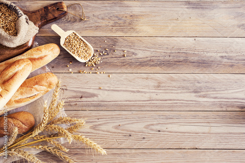 Poster Brood Freshly baked bread on wooden table