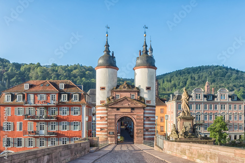 Montage in der Fensternische Historisches Gebaude Old Bridge Gate in Heidelberg, Germany