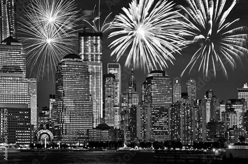Foto op Aluminium New York New York Manhattan skyline at night, with fireworks, american US celebration and party, black and white image