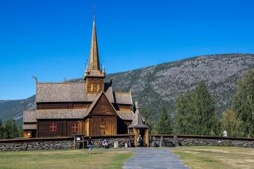 Fototapeta na wymiar mit dem Wohnmobil durch Norwegen - Stabkirche in Lom