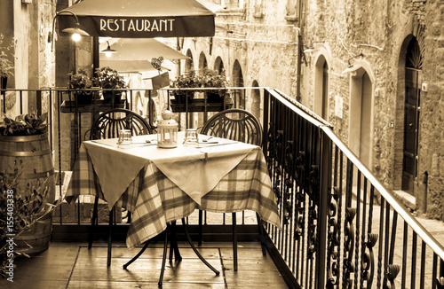 Montage in der Fensternische Pizzeria sidewalk restaurant