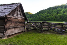 Pioneer Cabin. Historic Pioneer Cabin At The Ocanulaftee Visitors Center In The Great Smoky Mountains National Park. This Is A Public Building In A National Park And Not A Privately Owned Residence.