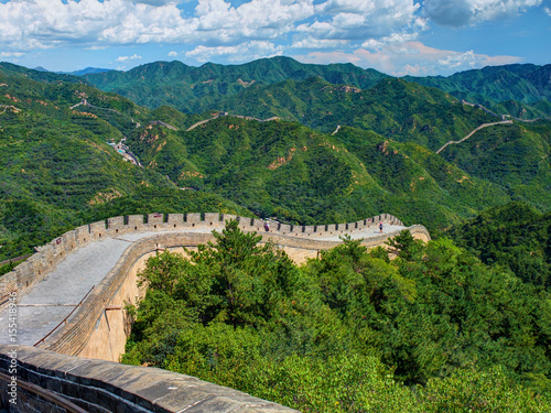 Fotografia Perspective diagonal view on famous beautiful ancient Chinese Great Wall monument made of bricks stones
