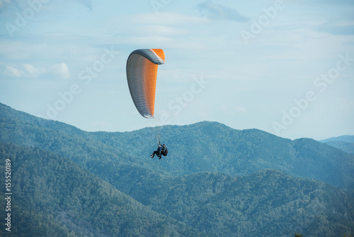 Foto op Canvas Luchtsport Paragliding in mountains