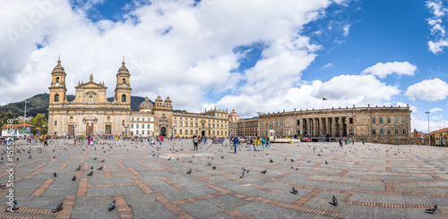 In de dag Zuid-Amerika land Panoramic view of Bolivar Square with Cathedral and Colombian National Capitol and Congress - Bogota, Colombia