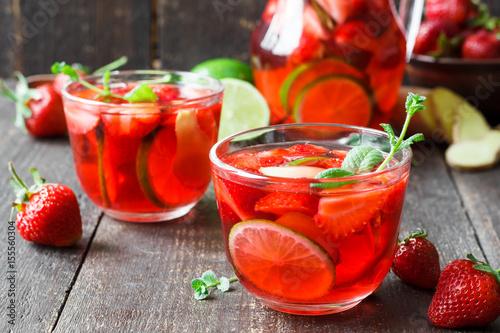 herbata-truskawkowa-z-limonka-i-mieta