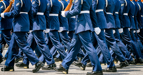 Photo sur Aluminium Aquarelle avec des feuilles tropicales US soldiers in blue dress uniforms march in a Memorial Day parade. Close up detail. Location: Washington DC