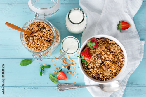 Canvas Print Healthy granola breakfast with fruits
