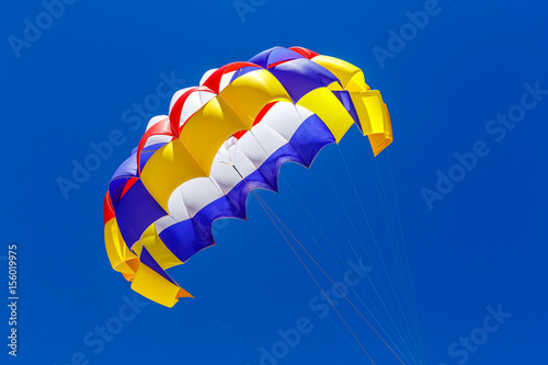 Tuinposter Luchtsport The colorful parachute in the blue sky